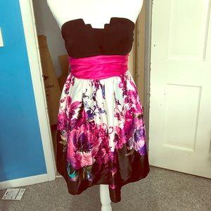Dresses & Skirts - Beautiful Strapless Dress 🌺✨